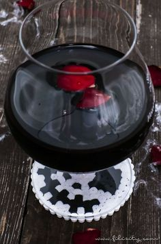 DIY Halloween Deko selber machen: Bügelperlen-Glasuntersetzer Jack Skellington, Frankensteins Monster & Kürbis basteln | Filizity.com | DIY-Blog aus dem Rheinland #halloween #booh Halloween Tags, Diy Blog, Jack Skellington, Frankenstein, Chocolate, Desserts, Inspiration, Food, Up
