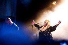 Photo : Axis Muraja #bonnietyler #gaynorsullivan #gaynorhopkins #thequeenbonnietyler #therockingqueen #rockingqueen #music #rock #2013 #finland #kuopio #concert #kuopiowinefestival