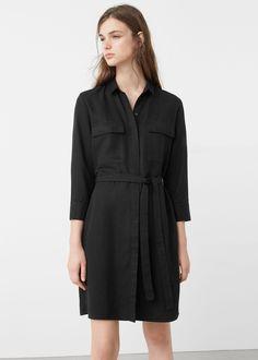 Vestido camiseiro cinto (preto): MANGO (29,99€)