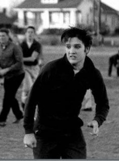 ♡♥Elvis likes touch football♥♡