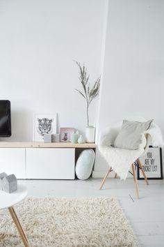 White pastel Nordic living room / Sala nórdica en blancos