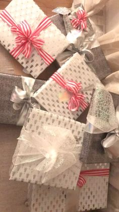 Gift Wrapping, Lifestyle, Gifts, Gift Wrapping Paper, Favors, Gift Packaging, Presents, Gift, Wrapping Gifts