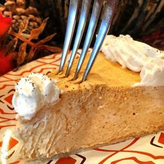pumpkin-chiffon-pie-with-fork