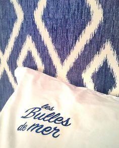 Bulle doxygène bulle dénergie bulle dair... Avec la mer en toile de fond la décoratrice @agence_annabelle_fesquet a mis en scène les différents espaces de lhôtel. Elle sest inspirée des ressources marines et végétales environnantes pour transformer @lesbullesdemer en un cocon à lesprit bohème chic.  .  LES BULLES DE MER  hôtel restaurant spa .  Saint Cyprien (66) ____ #lesbullesdemer #saintcyprien #stcyprien #saintcyprienbeach #decorinterior #interiordesign #hotel #spa #restaurant #travel… Hotel Restaurant, Reusable Tote Bags, Instagram, Backdrops, Hobo Chic, Bubbles, Spaces
