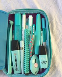 Shop gel pens, highlighters, brush pens, and more stationery by clicking link❤ - SCHOOL CLASSROOM Stationary School, School Stationery, Cute Stationery, Stationary Store, Middle School Supplies, Back To School Supplies, School Suplies, Cute Pens, School Organization