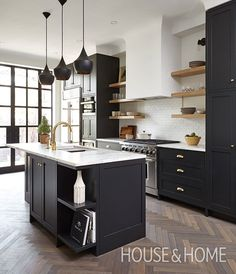 Design inspo: Beautiful black kitchens - STYLE CURATOR Designing a new kitchen and thinking of using black cabinets? We love the impact of black, it can suit a range of styles. Here are the best black kitchens Kitchen Decorating, Home Decor Kitchen, Interior Design Kitchen, Diy Kitchen, Kitchen Ideas, Kitchen Gadgets, Decorating Ideas, Kitchen Themes, Kitchen Backsplash