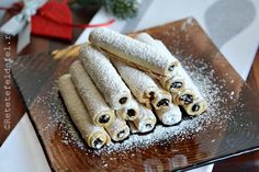 FURSECURI FRAGEDE - Rețete Fel de Fel Romanian Desserts, Food Cakes, Sweet Cakes, Biscotti, Donuts, Cake Recipes, Caramel, Macarons, Good Food