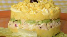 Para comenzar, vamos a preparar la pasta de ají amarillo. Para ello, descongelamos y abrimos los ajíes amarillo. Retiramos las semillas y venas con la...