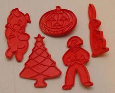 5 Vintage Tupperware Cookie Cutters Red Plastic Pig Tree Bunny Pumpkin Man Lot #Tupperware