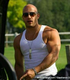 Lusaka - Zambia: To get a body like Vin Diesel you need to workout alot and also eat alot .We'd like to imagine Vin's fridge is stuffed with live cows, but an Michelle Rodriguez, Vin Diesel Workout, Gorgeous Men, Beautiful People, Hot Guys, Actrices Sexy, Look Girl, Actrices Hollywood, Hommes Sexy