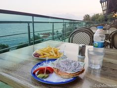 If you are looking for a cheap Dinner with a view in Antalya you should visit Tophane Parkı. Right above the Old Harbor the view couldn't be dreamier. Unfortunately I can't remember the… https://joydellavita.com/cheap-dinner-with-a-view-in-antalya-at-tophane-parki/