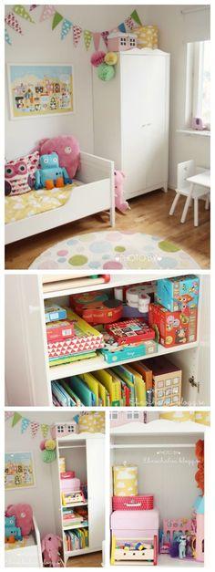 Necesitas un juguetero ¿Qué te parece el precioso armario hensvik de ikea? Vía: elinochalva.blogg.se Síguenos: email / feed / Facebook / Twitter / Etsy Envía un diy Envía una habitación Env