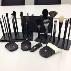 Rae Morris Magnetic Makeup Brushes + Plate