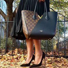 Kasım'da aşk gerçekten bir başka. Biz de #Louis Vuitton #KimonoBag ile aşk yaşıyoruz. https://www.mosmoda.com.tr/product/louis-vuitton-kimono-dnm66040
