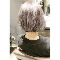すごく分かりづらいのですが、ホワイトシルバーにブラックのインナーカラーが入っているクールなヘアカラーです。 #ヘアカラー #インナーカラー #ホワイトシルバー #ダブルカラー #ハイトーン #hair #haircolor #hairsalon #highlight #grannyhair #bob #salonmodel