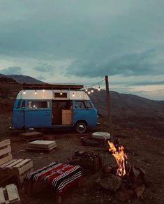 Bus Life, Camper Life, Camping Aesthetic, Travel Aesthetic, Kombi Home, Vw Vintage, Van Living, Vw T, Volkswagen