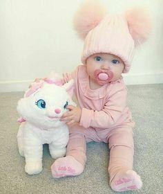 Quanto sono dolci i cappellini pon-pon per i baby? disponibili anche per adulti ❣️ WhatsApp 3911826718 Shop online www.dream-shop.it/it/accessori/2358-cappellino-double-pon-pon-baby.html
