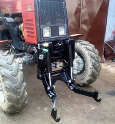 Homemade tractor linkage constructed from steel plate and hydraulic components. Tractor Plow, Lawn Mower Tractor, Tractor Cabs, Lawn Tractors, Small Tractors, Compact Tractors, 3 Point Attachments, Garden Tractor Attachments, Homemade Tractor
