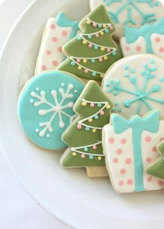 Cookie Workshop: 30 Cookie Recipes The best Sugar Cookie recipe plus some other Christmas yummies.The best Sugar Cookie recipe plus some other Christmas yummies. Cute Christmas Cookies, Iced Cookies, Christmas Sweets, Christmas Cooking, Noel Christmas, Cookies Et Biscuits, Holiday Cookies, Cupcake Cookies, Holiday Treats