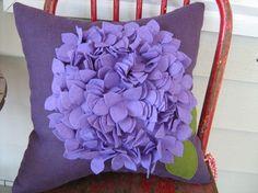 Almohada de Hortensia morado en lino y fieltro
