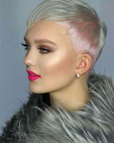coiffure femme courte à la nuque rasée et aux nuances rosées