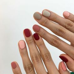 Want some ideas for wedding nail polish designs? This article is a collection of our favorite nail polish designs for your special day. Read for inspiration Chrome Nails, Matte Nails, Acrylic Nails, White Shellac Nails, Pink Gel Nails, Pink Manicure, Oval Nails, Minimalist Nails, Hair And Nails