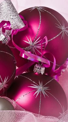Purple Christmas decoration balls iPhone 6 Wallpaper