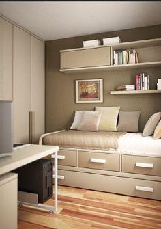 Sofá-cama para quarto de hóspedes/escritório. Tons terrosos enobrecem o ambiente.