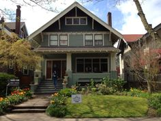 Bungalow Exterior, Craftsman Exterior, Bungalow Homes, Craftsman Style Homes, Craftsman Bungalows, Exterior House Colors, Exterior Design, Exterior Paint, Ranch Homes