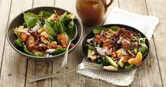Šalát so špenátom, s mandarínkami a avokádom - dôkladná príprava krok za krokom. Recept patrí medzi tie najobľúbenejšie. Celý postup nájdete na online kuchárke RECEPTY.sk.