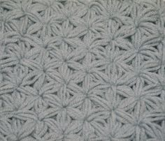 Crochet Puff Star Stitch: This photo tutorial shows you step by step how to make this thick and beautiful stitch!