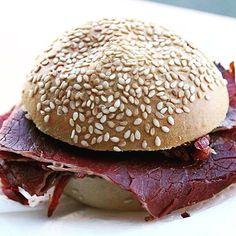 Big green egg Burger am @streetfoodmarket_graz #foodgasm #foodpic #instafood #foodies #foodie #foodshot #foodstagram #instafood #photooftheday #picoftheday #testesser #graz #steiermark #austria #biggreenegg #streetfood #streetfoodmarketgraz
