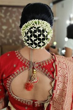 Gajra worn with fresh flowers jalli bun covers make this simple floral hair accessory look simply irresistible. They look so pretty and traditional. Bridal Hairstyle Indian Wedding, Bridal Hair Buns, Indian Wedding Hairstyles, Indian Bridal Makeup, Bride Hairstyles, Engagement Hairstyles, Bridal Hairdo, Easy Hairstyles, Wedding Day Makeup