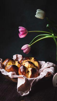 Yeast Dough Recipe, Milk Bread Recipe, Yeast Bread Recipes, Spring Recipes, Easter Recipes, Holiday Recipes, Brioche Recipe, Austrian Recipes, Brunch Table