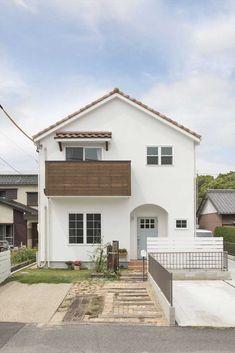 Parece casa de desenho de criança, mas é de verdade Japan Modern House, Modern House Design, Minimalist Architecture, Architecture Design, Cute Small Houses, Low Budget House, Muji Home, Design Exterior, Cute House