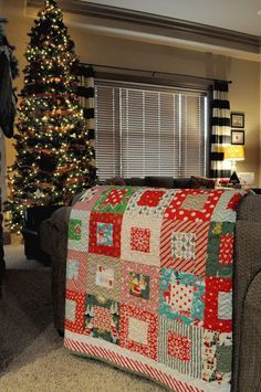 Christmas Quilt - She used 32 different 1/4 yards of fabric