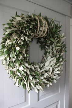 Holm oak wreath, combined with tough rope - Lilly is Love Real Christmas Tree, Winter Christmas, Christmas Wreaths, Christmas Decorations, Holiday Decor, Usa Holidays, Winter Holidays, Diy Wreath, Grapevine Wreath