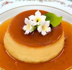Caramel Flan (Creme Caramel) This lens is all about authentic Puerto Rican flan recipes. These flan recipes are so easy to and so delicious. Flan is one of the most popular desserts among the Hispanic community but lately non Hispanics are also falling in Pudding Desserts, Custard Desserts, Köstliche Desserts, Puerto Rican Flan, Puerto Rican Recipes, Flan Recipe Puerto Rico, Flan Recipe Dominican, Caramel Flan, Caramel Recipes