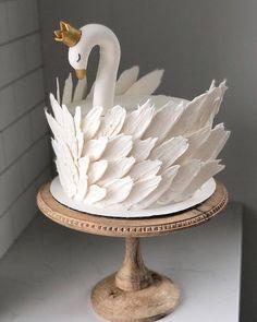 Cake art at its finest?: Cakedecorating - Cake art at its finest? - Cake art at its finest?: Cakedecorating – Cake art at its finest? Fancy Cakes, Cute Cakes, Pretty Cakes, Beautiful Cakes, Amazing Cakes, Beautiful Swan, Creative Cakes, Unique Cakes, Cupcake Cookies