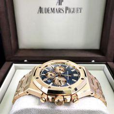AP Royal Oak Blue Chrono is definitely on fleek. Fancy Watches, Cool Watches, Rolex Watches, Audemars Piguet Gold, Audemars Piguet Watches, Mens Designer Watches, Luxury Watches For Men, Patek Philippe, Ap Royal Oak