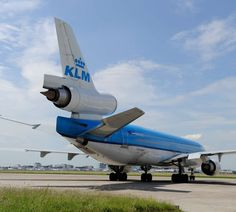 Spacious Airplane Apartment - After 3675 flights all over the world, KLM and AirBnB offer KLM's last as a 366 rental apartment at Schiphol for a few days. Aircraft Parts, Circle Of Life, Sounds Like, Home And Away, Sleepover, Rental Apartments, Stunts, Us Travel, Amsterdam