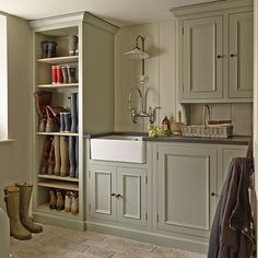 Traditional utility room with painted cupboards for boot storage Boot Room Utility, Utility Room Storage, Boot Storage, Utility Room Ideas, Utility Sink, Utility Cupboard, Storage Room Ideas, Clever Storage Ideas, Utility Room Sinks
