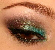 Peacock-like eye makeup.