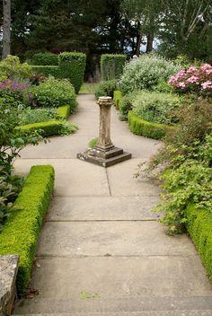 Organic Garden Dreams: Kiftsgate Court Gardens, England I Victorian Gardens, Formal Gardens, Water Features, Beautiful Gardens, Organic Gardening, Garden Landscaping, Garden Design, Sidewalk, English Gardens