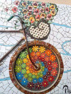 Atelier Baú de Ideias - Mosaicos Este Mural maravilhoso está na cidade de Pompéia (SP), no Atelier da Solange Piffer Mosaicos , particip...
