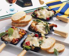 Raclette mit Garnelen, Thai-Spargel und einem bunten Gemüse-Mix | Zeit: 30 Min. | http://eatsmarter.de/rezepte/raclette-5