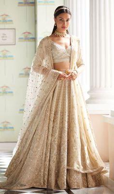 Designer Bridal Lehenga, Indian Bridal Lehenga, Indian Bridal Outfits, Bridal Dresses, Wedding Lehnga, Bridal Sari, Dress Indian Style, Indian Fashion Dresses, Indian Designer Outfits