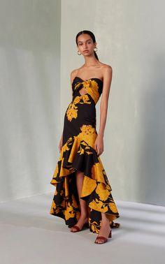 Get inspired and discover Johanna Ortiz x Moda Operandi trunkshow! Shop the latest Johanna Ortiz x Moda Operandi collection at Moda Operandi. Silk Floral Dress, Metallic Dress, Rose Dress, Traje A Rigor, Estilo Cool, Embellished Gown, Silk Gown, Belted Dress, Evening Gowns