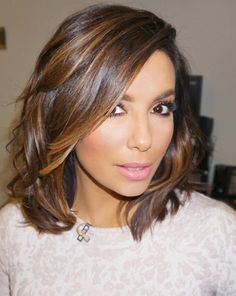 """Eva Longoria often appears on the red carpet with stunning hairstyles. The actress has chic, medium-length hair that can beRead More Beautiful Eva Longoria's Hairstyles Over The Years"""" Brown Hair With Highlights And Lowlights, Hair Color Highlights, Balayage Highlights, Light Brown Hair, Light Hair, Dark Brown Hair With Low Lights, Dark Red, Eva Longoria Hair, Medium Hair Styles"""