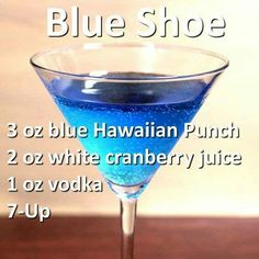 St Patricks Day Cocktail Recipes for a Crowd - St. Blue Drinks, Fancy Drinks, Blue Alcoholic Drinks, Mixed Drinks, St Patrick's Day Cocktails, Cocktail Drinks, Champagne Cocktail, Refreshing Drinks, Yummy Drinks